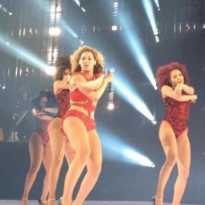 beyonce-first-revel-performance-4