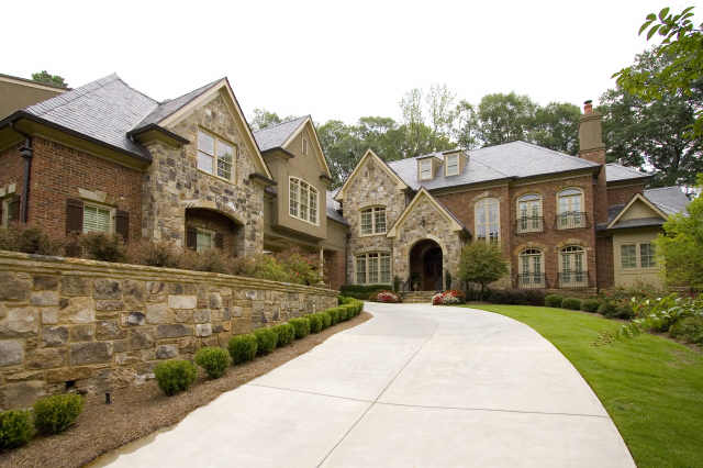 5 things to consider before buying a big house by for Big estates for sale