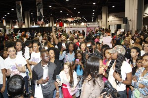 Crowd at Bronner during Marlon autograph signing rszd