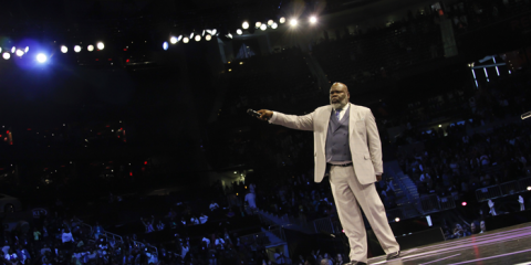 Bishop TD Jakes speaking to 20,000+ crowd at 2014 'Woman, Art Thou Loosed' Conference in Atlanta, GA. (Photo Credit: The Potter's House)