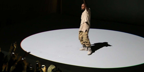 kanye-west-performance-fondation-louis-vuitton
