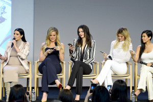 1442334103_kardashians-app-launch-zoom