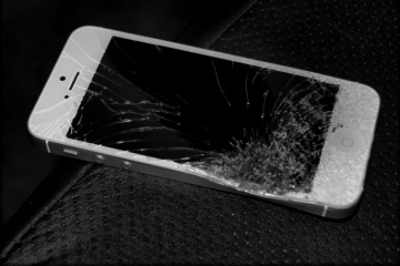 9178-broken-iphone-5
